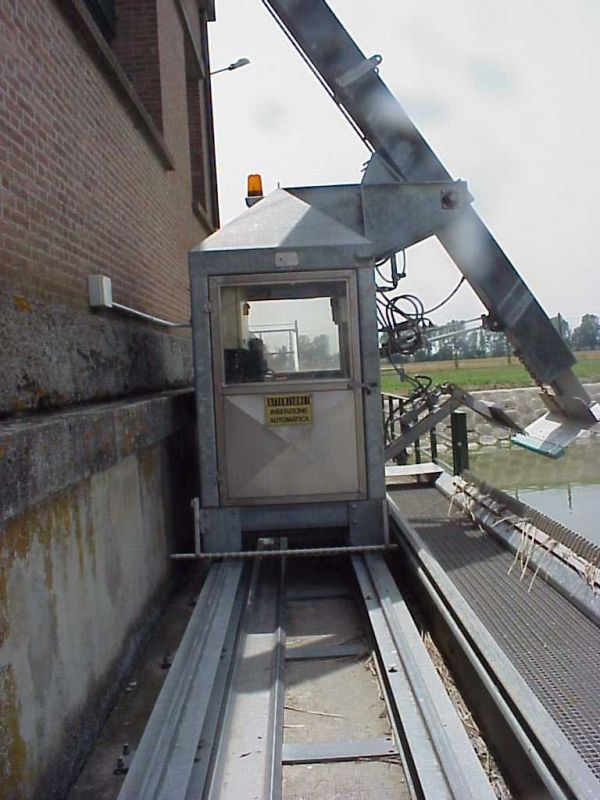 Sgrigliatore oleodinamico semovente for Pulitore di cabina